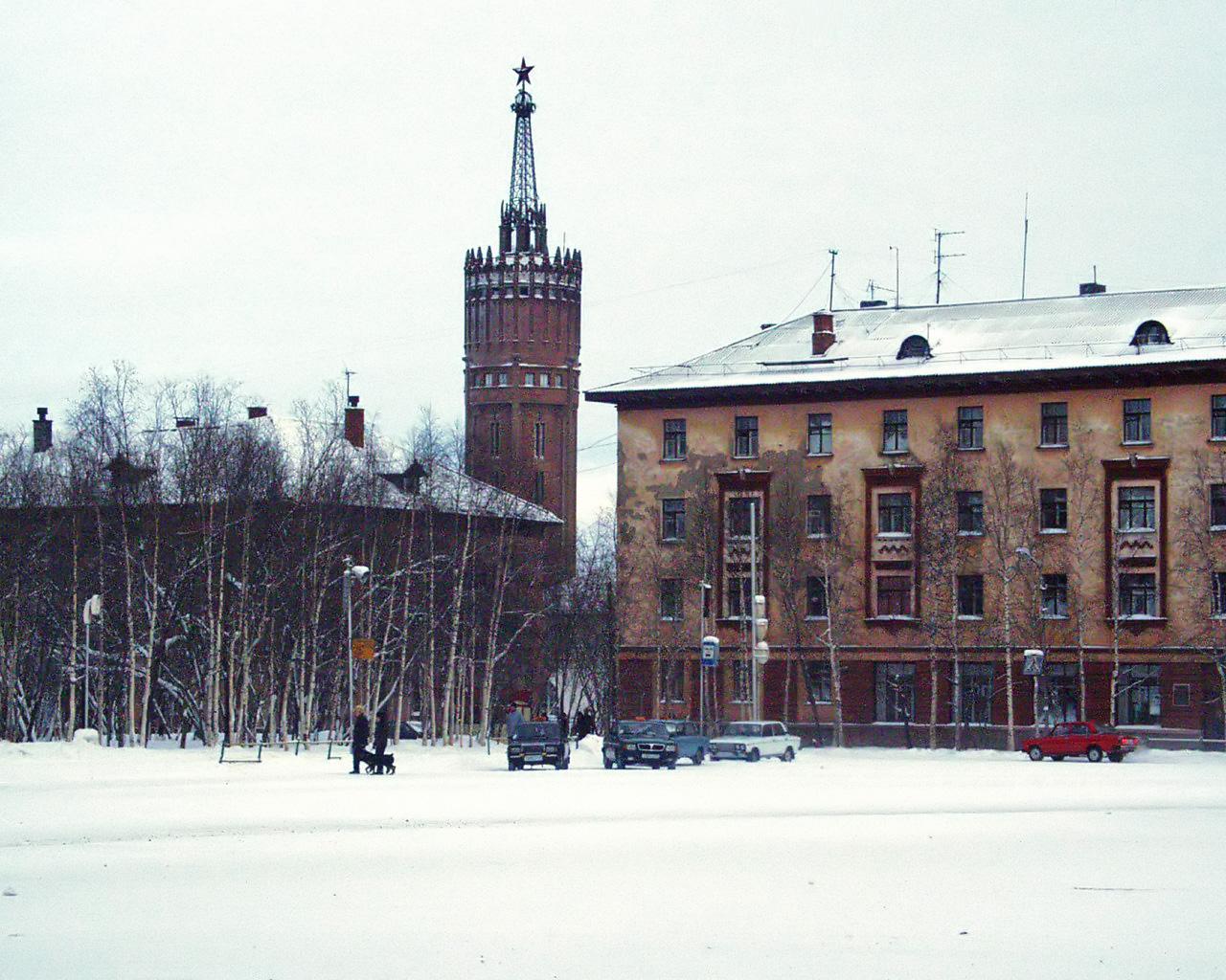 Старая площадь и башня