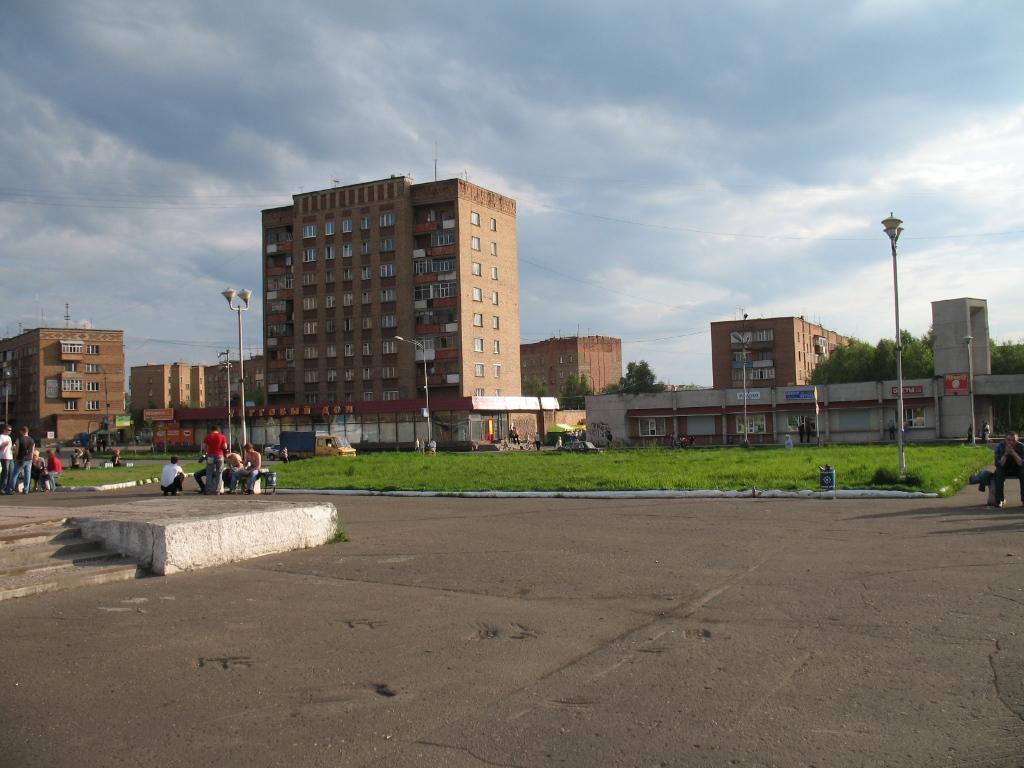 Новая площадь летом